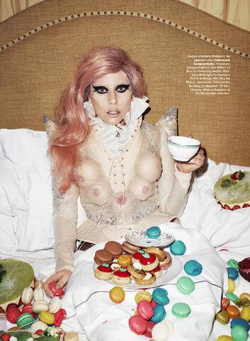 File:Harper's Bazaar US May 2011 163.jpg
