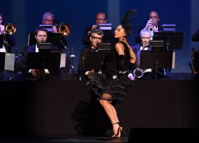 File:12-30-14 Cheek to Cheek Tour 004.jpg