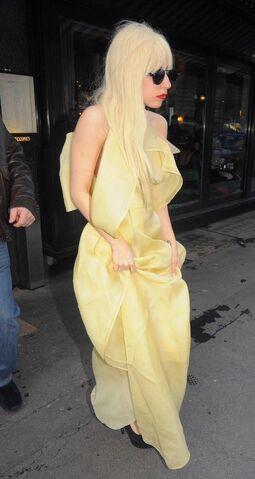 File:Lady Gaga leaving Cecconi's restaurant 002.jpg