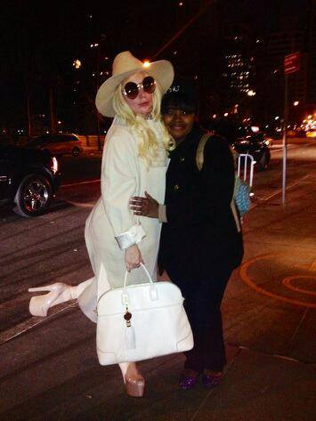 File:3-20-14 Arriving at her apartment in NYC 001.jpg