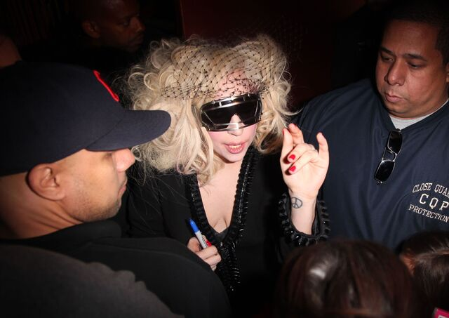 File:Lady gaga leaving the set of gossip girl.jpg