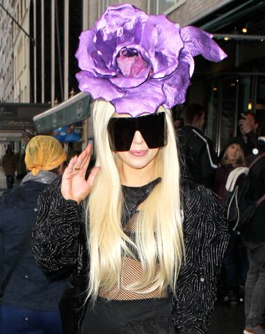 File:3-29-14 Leaving her apartment in NYC 002.jpg