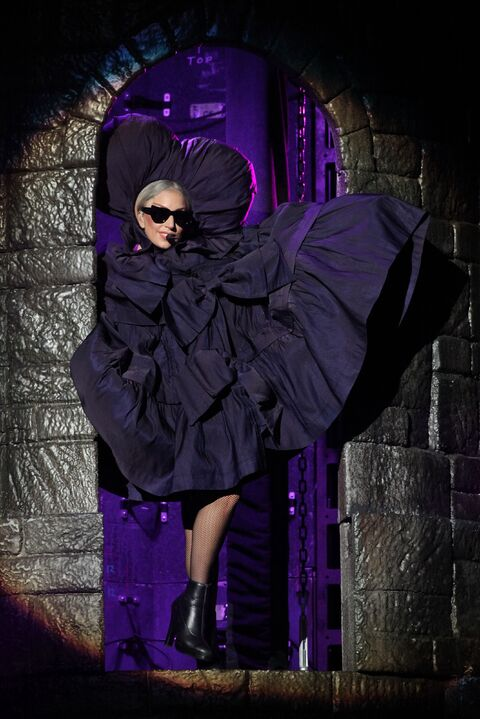 File:The Born This Way Ball Tour Fashion of His Love 007.jpg