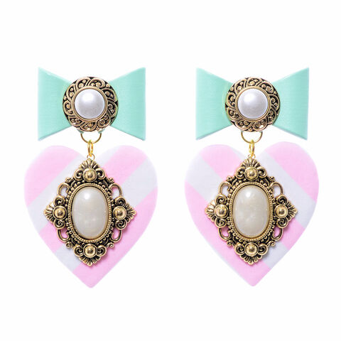 File:''Crush On You'' earrings by BADACIOUS.jpg