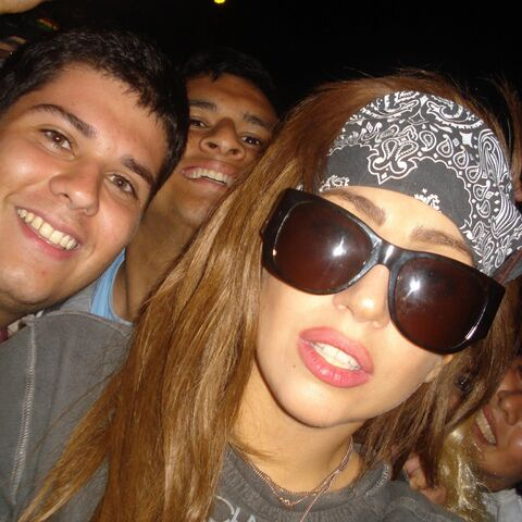File:11-23-12 With fans in Peru 002.jpg