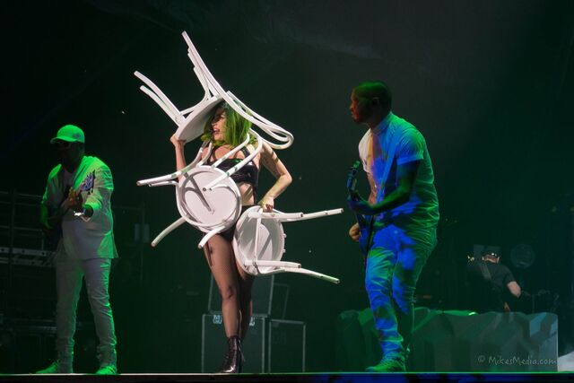 File:7-5-14 Mary Jane Holland artRAVE The ARTPOP Ball 001.jpg