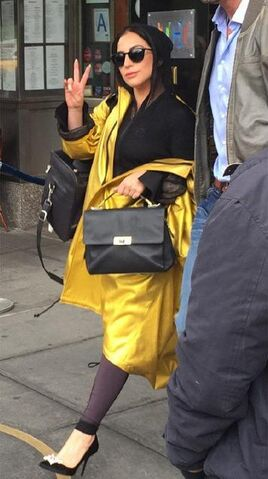 File:5-9-15 Leaving her apartment in NYC 001.jpg