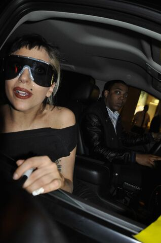File:5-19-11 Leaving SNL Studios.jpg