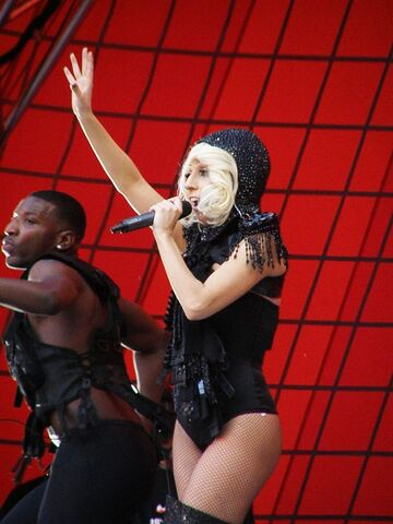 File:7-5-09 The Circus Live Tour in London.jpg