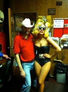 File:7-23-10 At Round-Up Saloon Bar 002.jpg