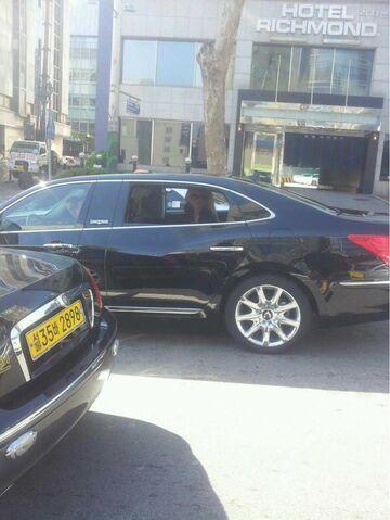File:4-25-12 Leaving Hotel in Seoul.jpg