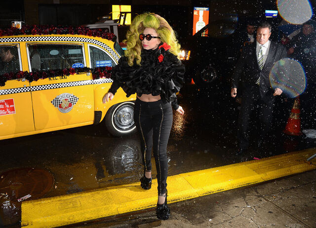 File:4-7-14 Arriving at Roseland Ballroom in NYC 001.jpg