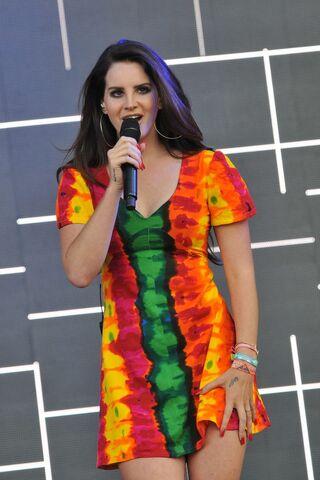 File:Lana-Del-Rey--Performs-Live-at-Glastonbury-Festival--06-720x1079.jpg