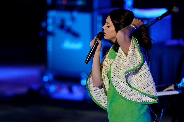 File:04 Lana Del Rey Red Rocks-XL.jpg