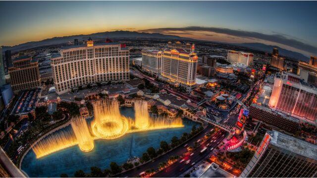 File:Las vegas sunset fountain show-2560x1440.jpg