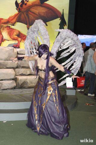 File:JAlbor Morgana Gamescom Cosplay 1.jpg