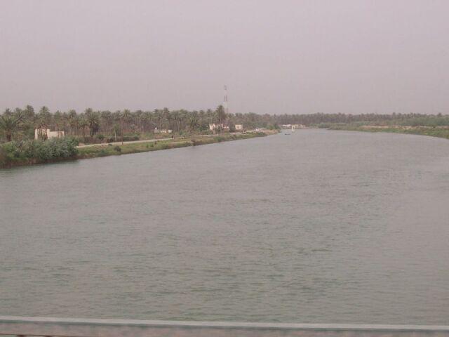 File:20040430 - Euphrates river near Al Hillah.jpg