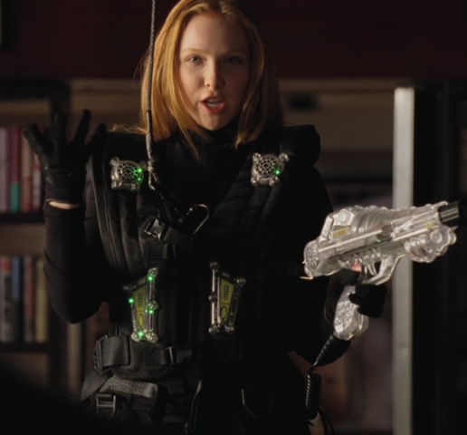 File:Molly C. Quinn.png