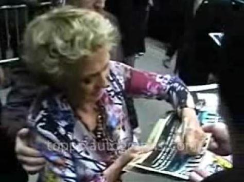File:Cloris Leachman signingautographs.PNG