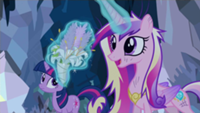 201px-Princess Cadance solve problem S2E26