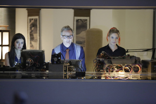 File:Promotional Image 1x03 Chapter 3 (11).jpg