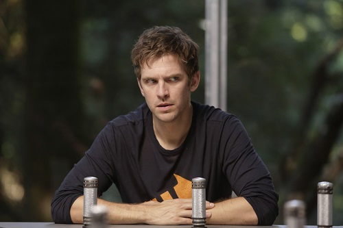 File:Promotional Image 1x03 Chapter 3 (2).jpg