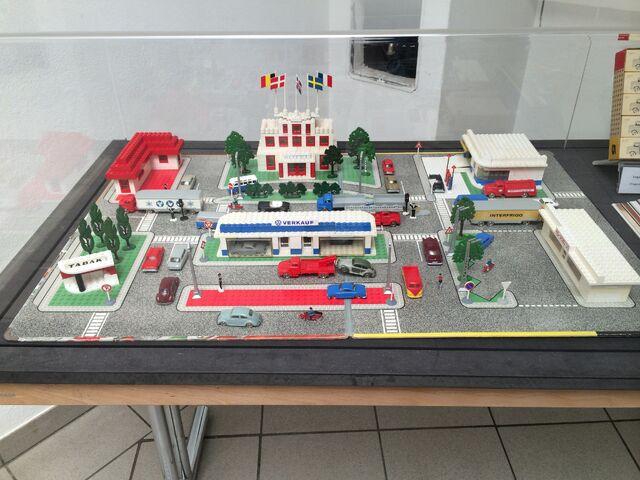 File:Lego Town Plan Wunderwelt Modellbau 2014.JPG