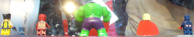 File:Back of marvel minifigs.png