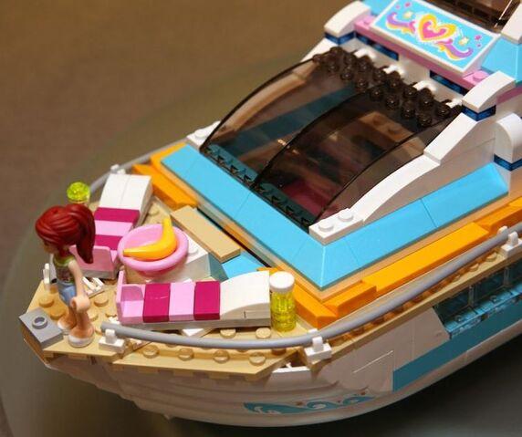 File:Dolphin Cruiser front.jpg