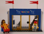 7848 Shop Front