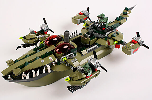 File:102-Croc-Boat.jpg