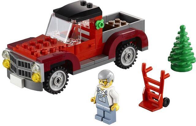 File:Lego Christmas 2013 set 2.jpg