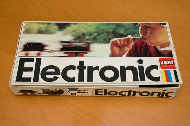 File:118 Electronic Train topbox.jpg
