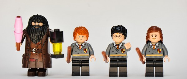 File:4738 Minifigures.jpg