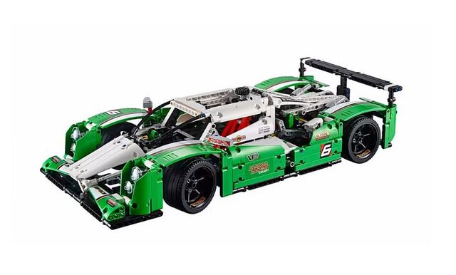 File:Lego-technic-2015-24-hours-race-car-1.jpg
