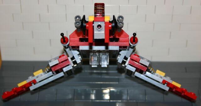 File:Brickmaster Star Wars Angriffsschuttle der NU-Klasse Flügel runter.JPG