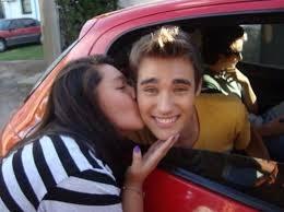 File:Jorge car kiss.jpg