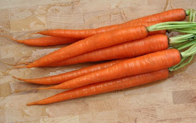 File:1024px-CarrotRoots.jpg