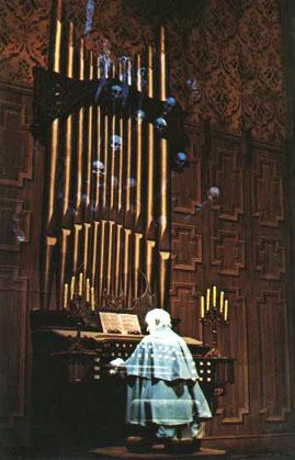 File:V-organist.jpg