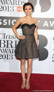 15889-samantha-barks-hit-the-red-carpet-with-500x0-2