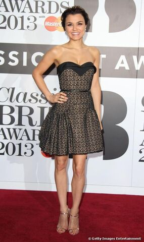 File:15889-samantha-barks-hit-the-red-carpet-with-500x0-2.jpg