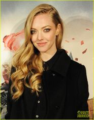 Anne-hathaway-amanda-seyfried-les-miserables-premiere-after-party-02