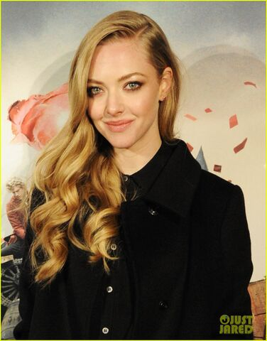File:Anne-hathaway-amanda-seyfried-les-miserables-premiere-after-party-02.jpg