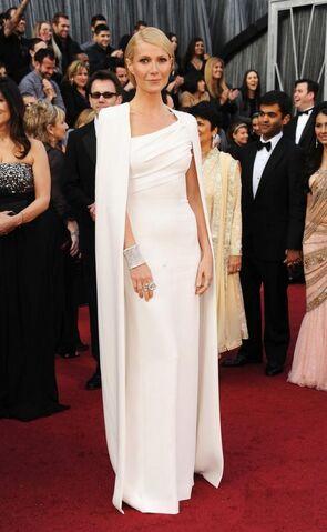 File:Gwyneth-Paltrow-in-Tom-Ford-at-Academy-Awards-Oscars-2012-630x1024.jpeg