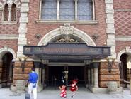 Manhattan Tower Hotel entrance v002