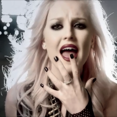"""Perrie's long wavy silver hair in Little Mix's """"DNA"""" music video"""