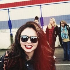 Jesy's wavy medium brown hairstyle