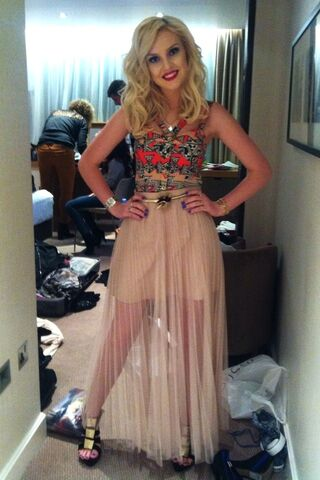 File:Perrie-3-perrie-edwards-30348429-640-960.jpg
