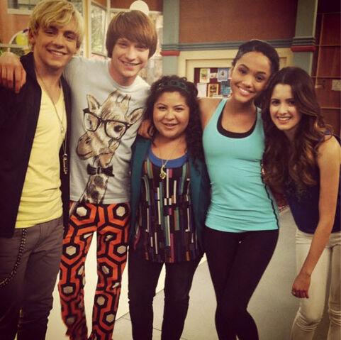 File:Austin & Ally Season 2 BTS photo.jpg