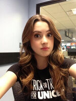 Laura-marano-live-from-the-couch-oct-28-2013-2